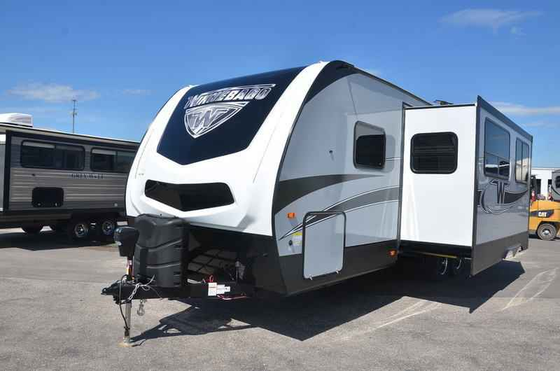 Model 2018 New Winnebago MINNIE PLUS 27BHSS TRAVEL TRAILER Travel Trailer In