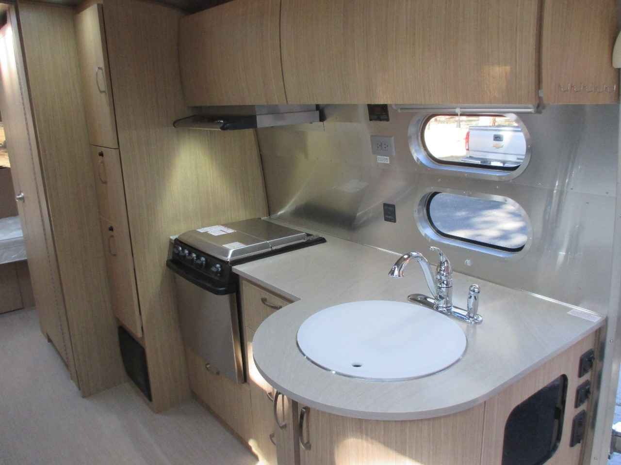 2018 Used Airstream FLYING CLOUD 27FB Travel Trailer in