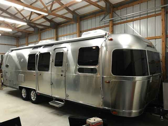 2018 Used Airstream Flying Cloud 30fb Travel Trailer In