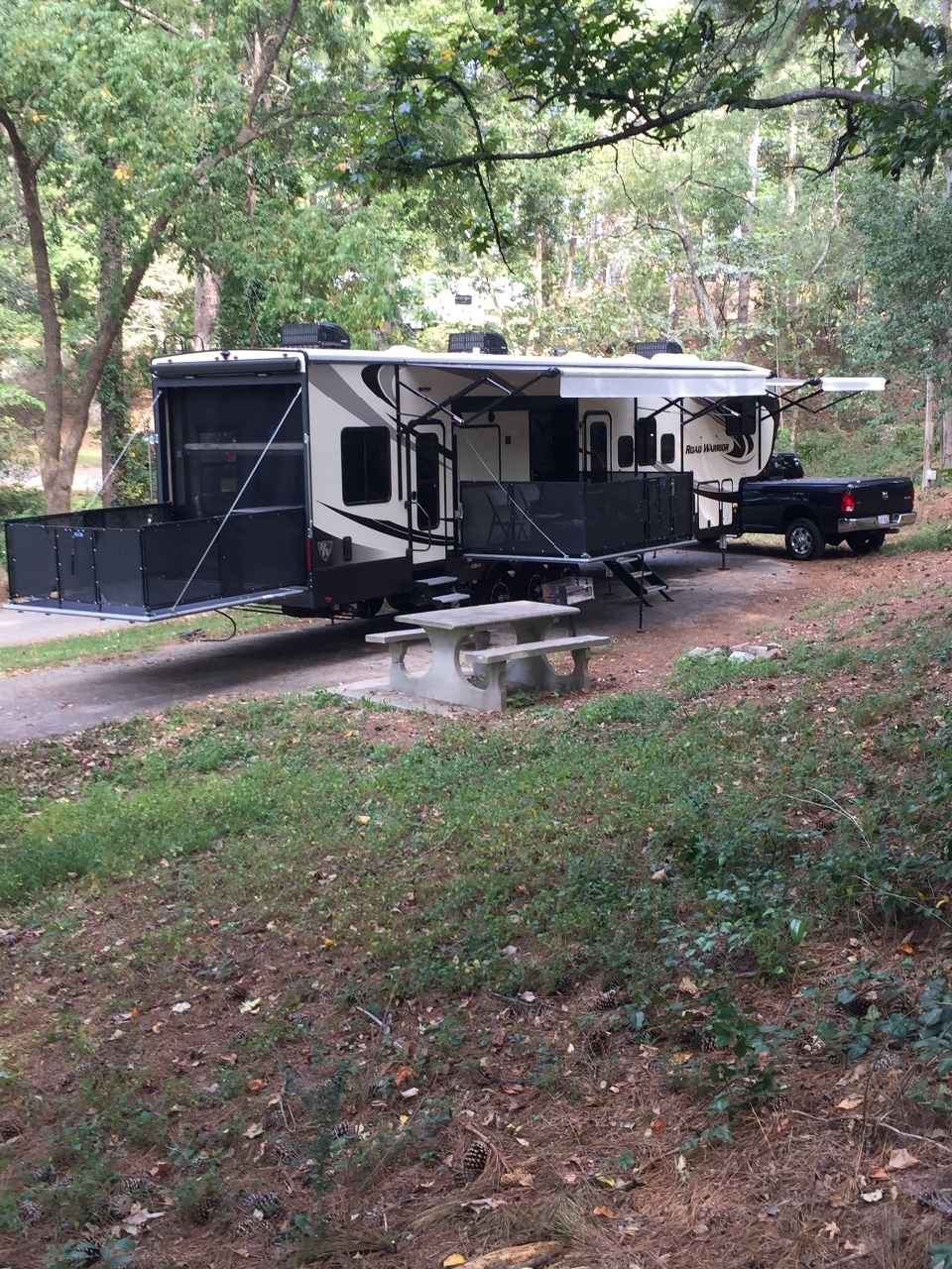 Fifth Wheel Toy Hauler With King Size Bed