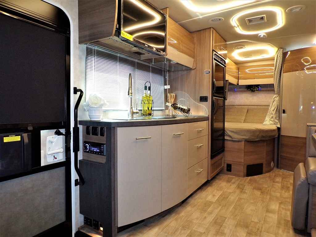 2019 New Winnebago Navion 24j Slide Out Mercedes Turbo